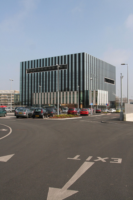 Claims advice to Corby Borough Council in relation to their newly built multi-use Corby Cube which houses the Council Chambers, government offices, a Registry Office, 450 seat auditorium, Library, shop, restaurants and venue bars and dance studios